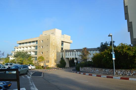 Kibbutz Lavi Hotel: Front of hotel.
