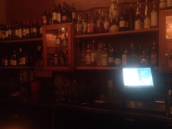 A Cena Ristorante y Enoteca: Small but Full Bar Service