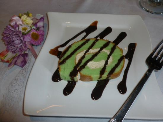 VietRiver : Free green tea cake for Mother's Day