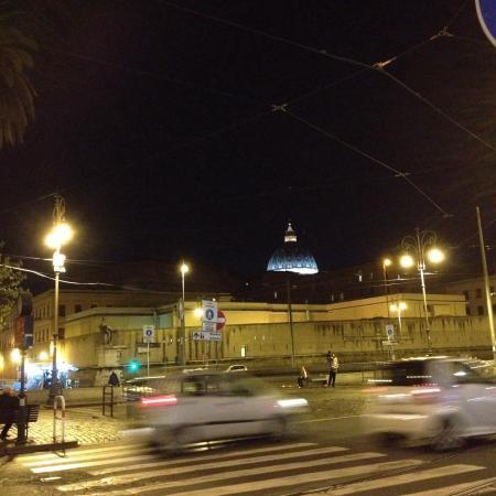L'Insalata Ricca : Scorcio da Piazza del Risorgimento verso San Pietro