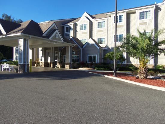 Microtel Inn & Suites by Wyndham Jacksonville Airport: Front of building