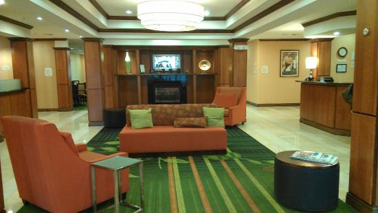 Fairfield Inn & Suites Twentynine Palms - Joshua Tree National Park: The Lobby