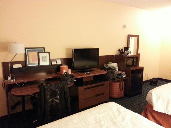 Fairfield Inn & Suites Branson: Plenty of room for my stuff.