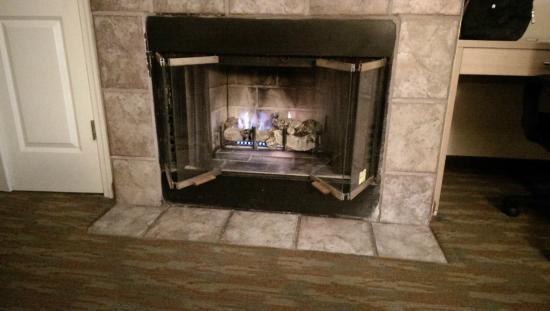 Comfort Inn Beach/Boardwalk Area: Fireplace in room