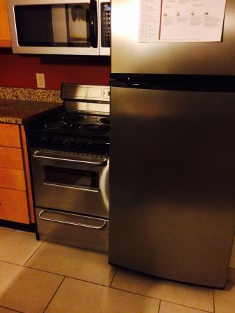 Residence Inn Canton: Kitchen