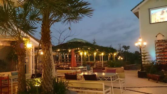Loei Pavilion Resort Hotel: Dining al fresco