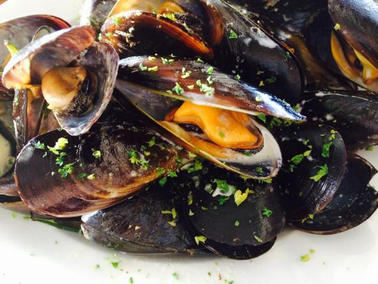 Olympia Cafe and Deli: Fresh, plump, juicy and sweet mussels that taste like the sea!