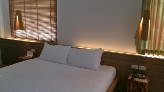 The Bed Hatyai: Our spacious grand room. Can fit 5 peoples.