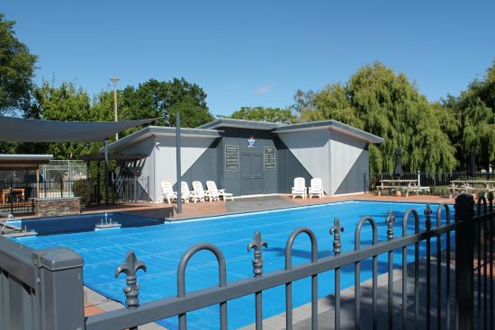 Hastings Top 10 Holiday Park: Beautiful pool,