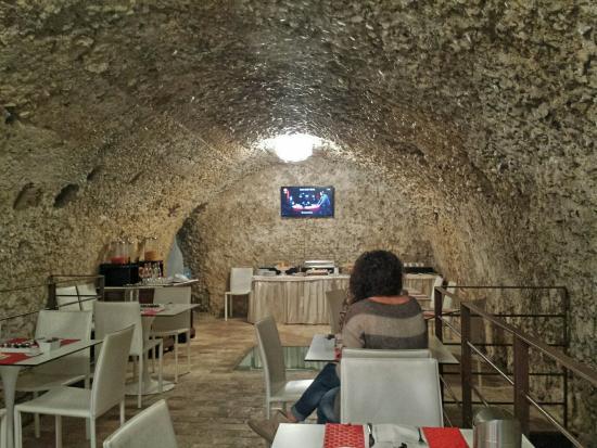 Antico Borgo Chieti: Colazione in grotta!!!😇