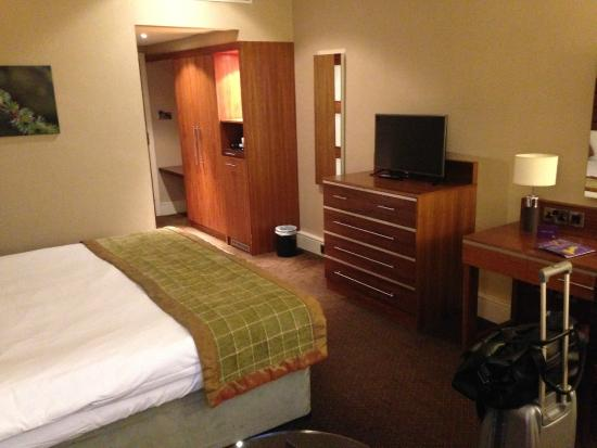 The Cheltenham Chase Hotel - A QHotel : TV is great and space in the room is ample