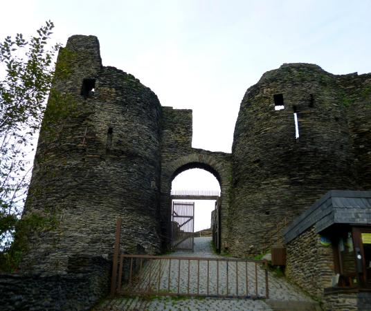 Chateau Feodal: Entrance to second lower court