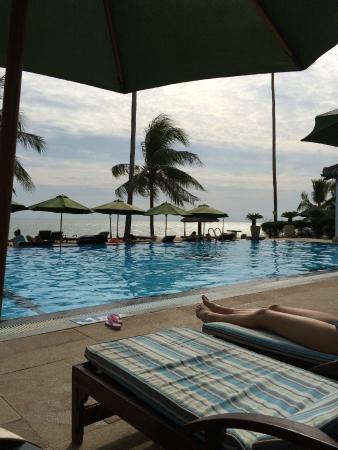 Dynasty Mui Ne Beach Resort: вид с шезлонга