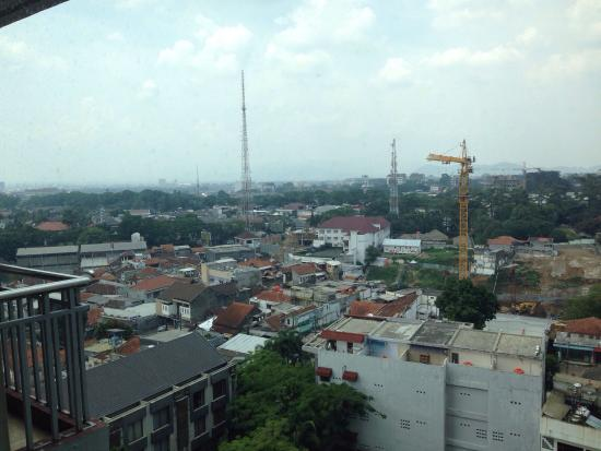 Galeri Ciumbuleuit Hotel & Apartment : View from 10th floor room..