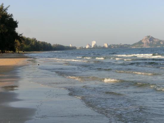 Anantasila Villa by the Sea, Hua Hin: Baai waar het hotel aan ligt