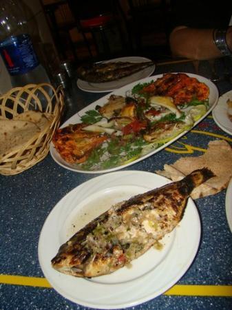 Chef Khalil: Plat de poissons et de gambas grillées