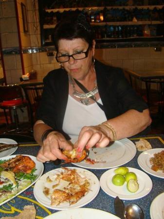 Chef Khalil: gambas grillées avec du riz tomate et des pommes de terre persillées
