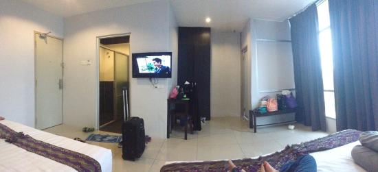 Tapah, Malaysia: Stay here for 1 night. 2 king size bed. Confortable for family of 5. Astro+ , WiFi+. Iron with i