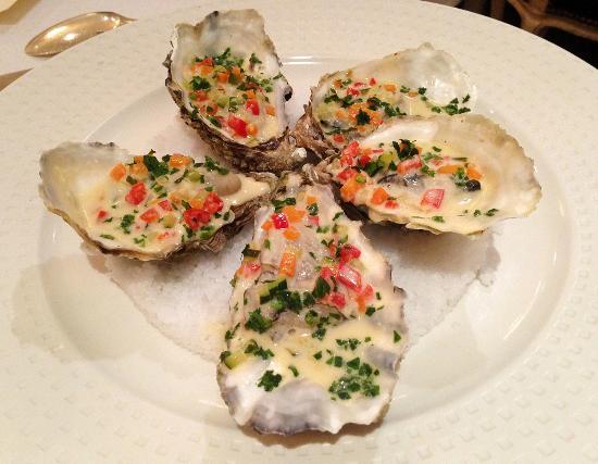 Restaurant Claude Darroze: Entrée : huîtres pochées & farcies, façon Claude Darroze