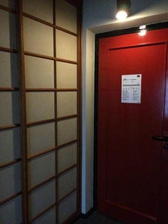 Nippon Hotel Hamburg : entrance of the room