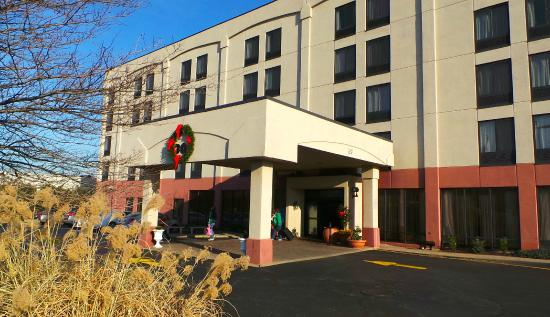 Hampton Inn Carlstadt-At The Meadowlands: Front of Hotel