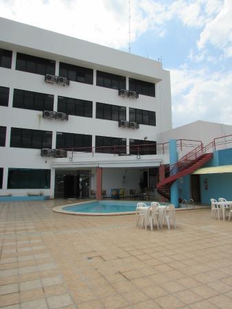 Hotel Alecrim: Área da piscina e bar