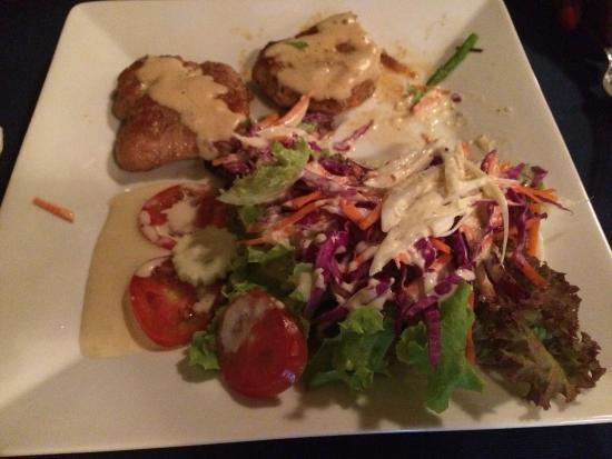 Rostiland: Fitnessteller mit Schnitzel. Der Salat mit dem hausgemachten Dressing ist herausragend!