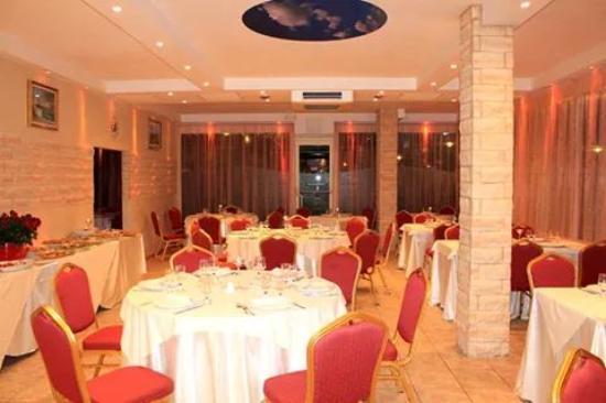 Ristorante di giorno picture of ristorante grottamarina for Restaurant reggio emilia