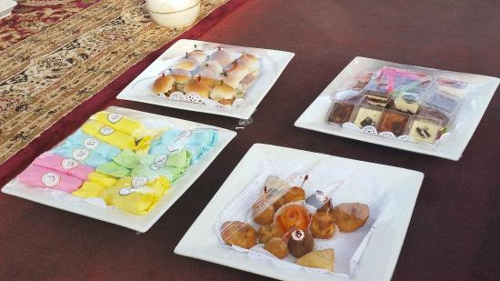 Abu Dhabi Pearl Journey: Yummy food and desserts