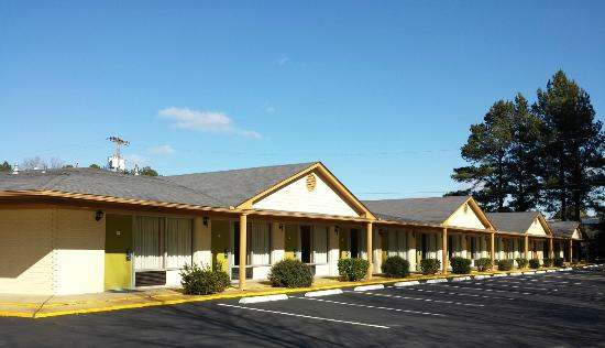 Econo Lodge: Back