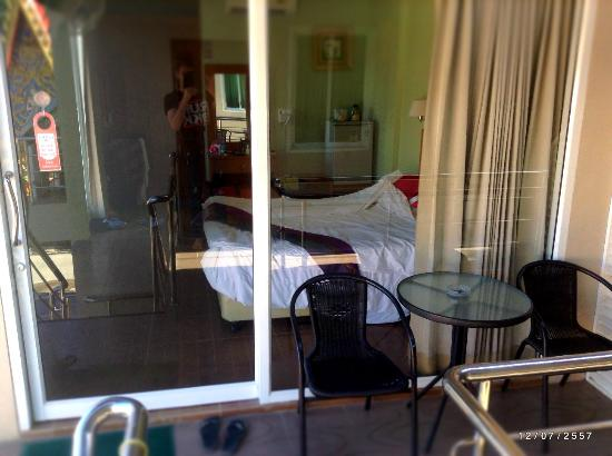 Chilli Hotel & Restaurant: Picture from outside the room. Sliding glass doors.