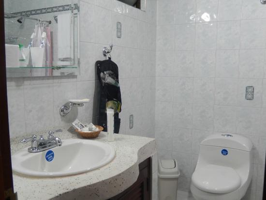 Hotel Stein Colonial: Badezimmer sehr zweckmäßig eingerichtet