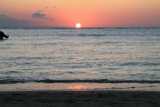 Les Lataniers Bleus: tramonto dalla spiaggia privata