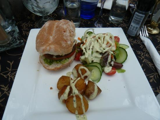 The Burlesque Cafe: Delicious burgers