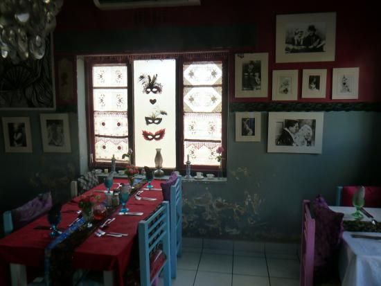 The Burlesque Cafe: Stunning inside seating area