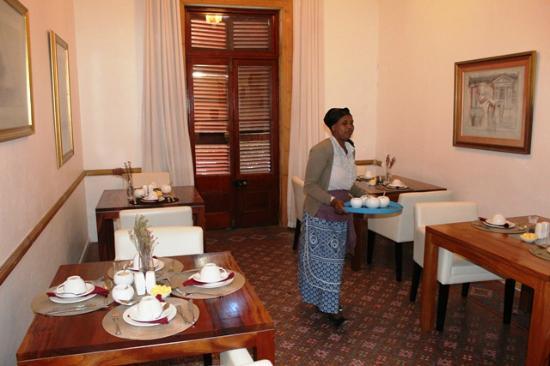 Dunkley House: breakfast room, lovely ladies that serve you breakfast