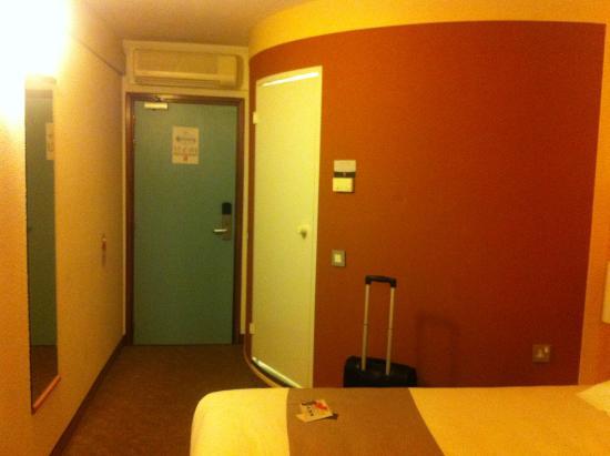 Ibis Leeds Centre: Bathroom pod