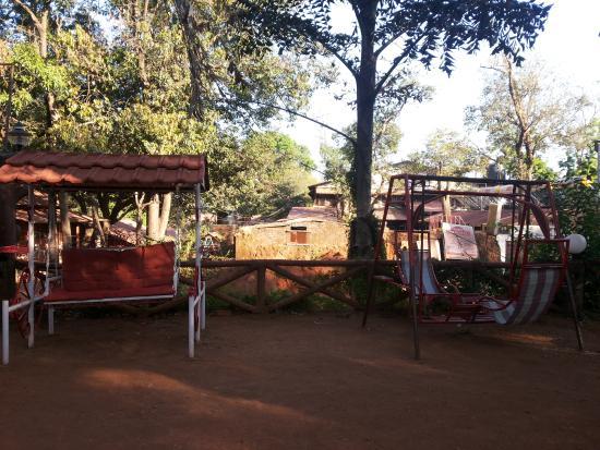 Premdeep Hotel: jhulas.. playing area