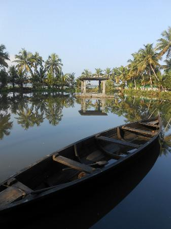 Shravanam Greens : pond