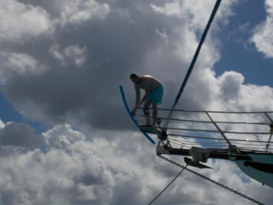 Симпсон-Бей, Сен-Мартен – Синт-Мартен: Jay getting ready to jump off the boat