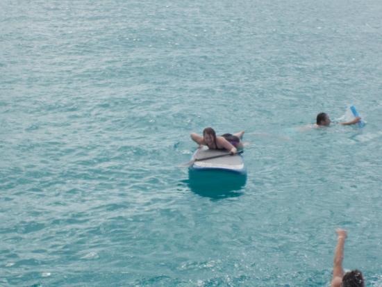 Симпсон-Бей, Сен-Мартен – Синт-Мартен: Alyssa trying out the paddle board
