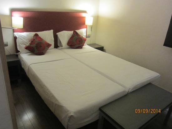 Apartments Casp74: 2 singles in one bedroom