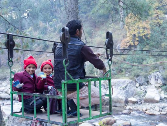 River Side Resort & Adventures: The ropeway to the resort