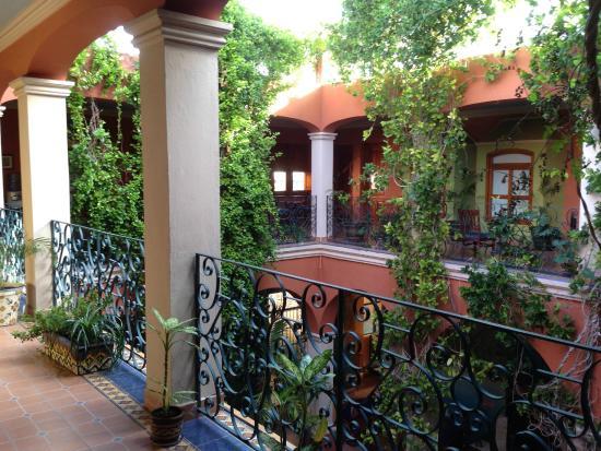 Hotel Casa San Angel: 中庭
