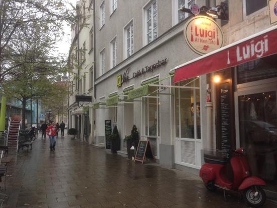 Vee's Kaffee: street view