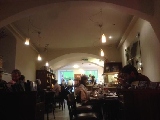 Vee's Kaffee: inside