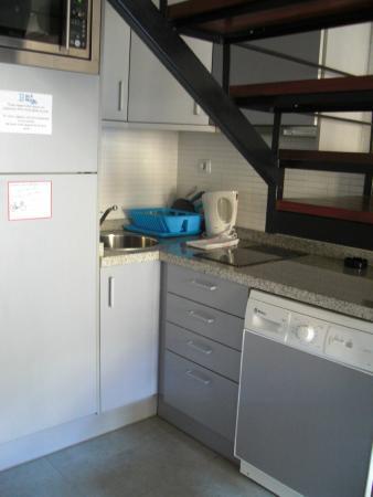 Blue Moon Apartments: Cucina