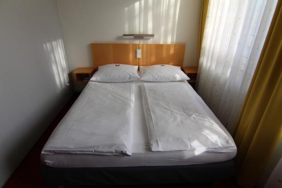 CVJM Hotel: Кровать