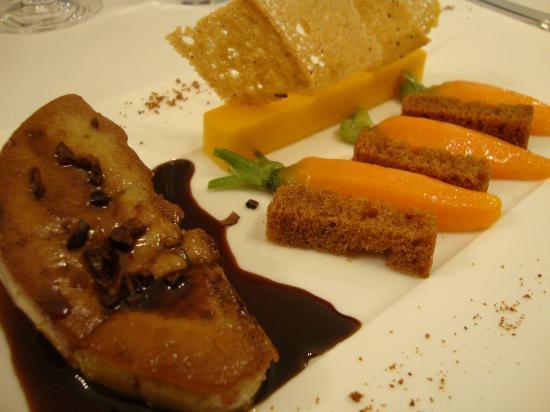 Boat aux Saveurs : Foie Gras Poêlé pain d'épices, carottes de 2 façons et sauce au chocolat