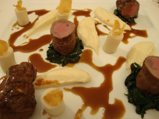 Boat aux Saveurs : Filet Mignon de Sanglier sur son lit d'épinard, purée de céleri, topinambour croustillant, sauce